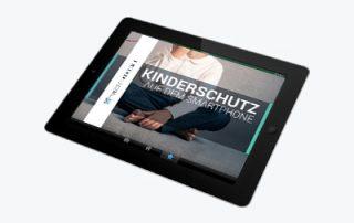 Tablett mit Bild zum Thema Kinderschutz auf dem Smartphone