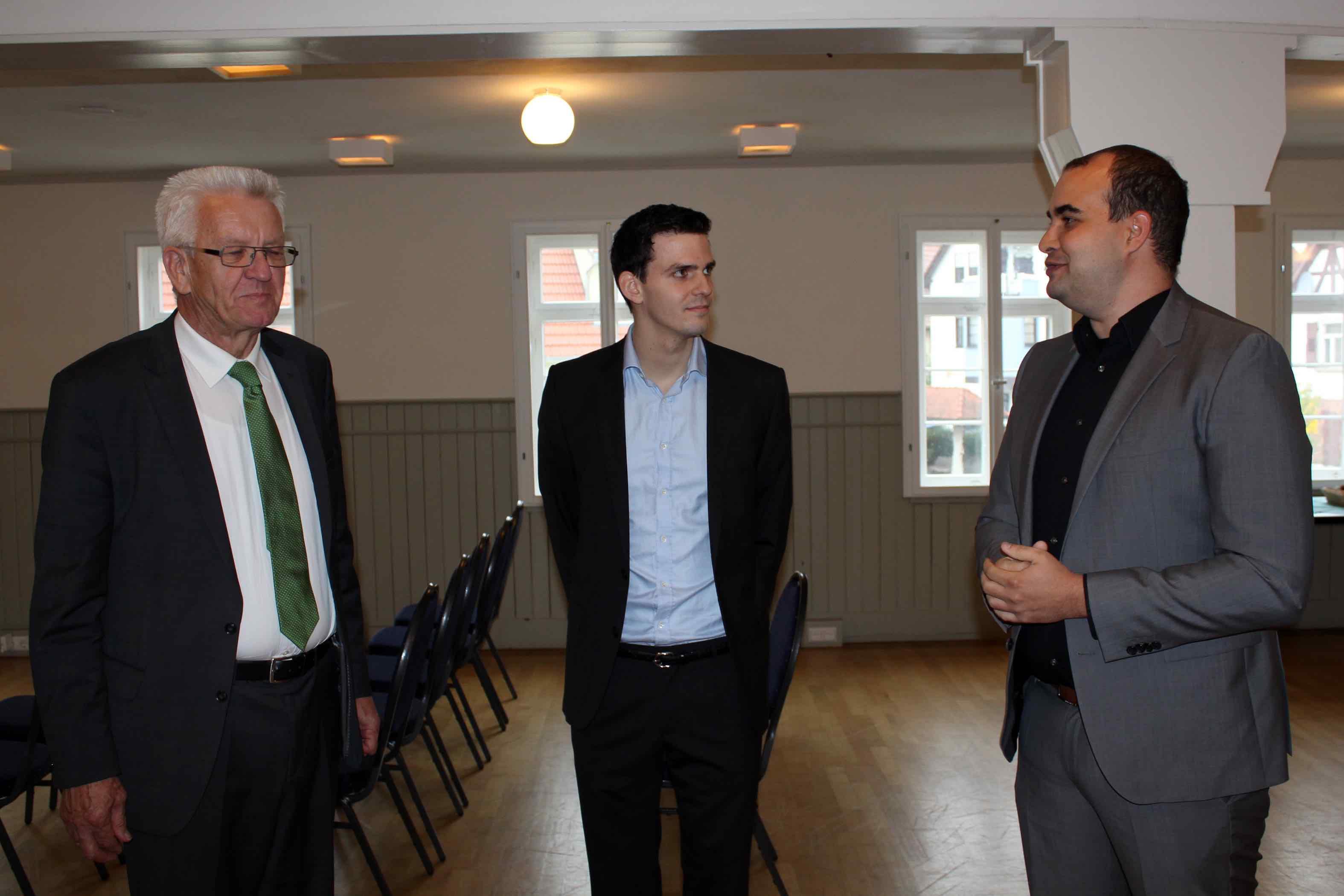 Bild von Ministerpräsident Kretschmann zusammen mit den Geschäftsführern von mecodia bei Besuch der Firma